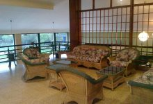 Salón con sillones en sede deportiva