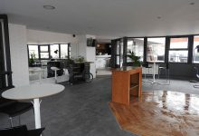 Boite acceso a terraza lounge