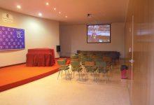 Sala de eventos dividida en sala más pequeña